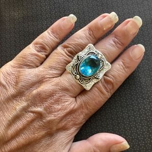 Striking Light Blue Topaz Gemstone Ring 8.3/4
